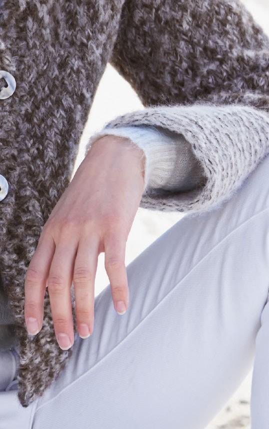 Lana Grossa JACKE MIT KRAUS-BLENDEN UND -KRAGEN Garzato Fleece print/uni