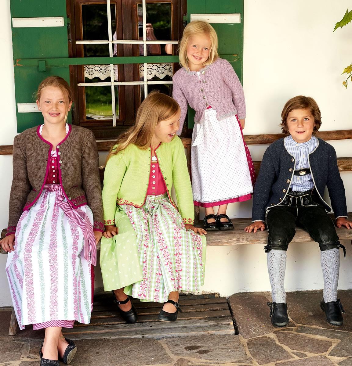 Lana Grossa MÄDCHENJANKER MIT BLÜTENBORDÜREN  Cool Wool